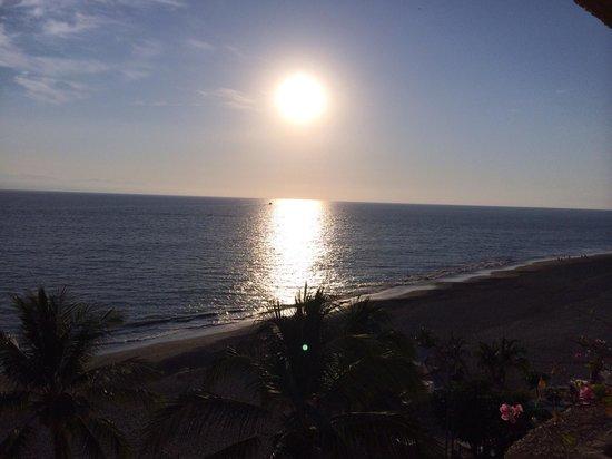 Marriott Puerto Vallarta Resort & Spa: Sunset view from our room balcony