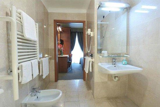 Hotel Arcadia : bathroom