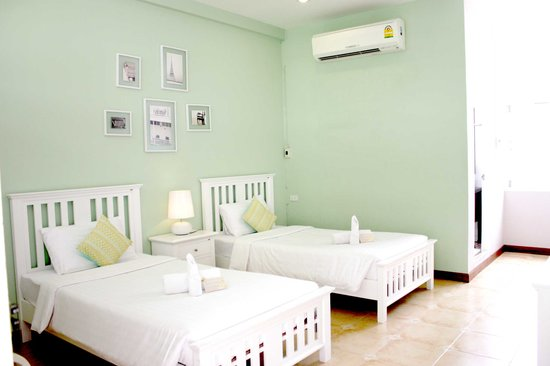 Feung Nakorn Balcony Rooms & Cafe: deluxe room