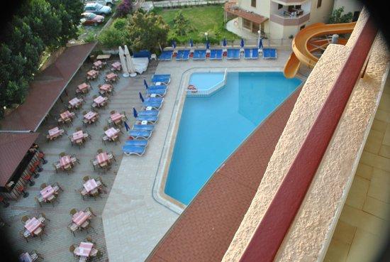 Doris Aytur: pool