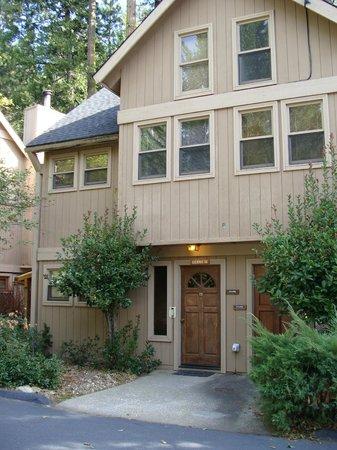 Mountain Retreat Resort: View of our Cabin Front Door