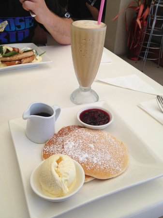 Lillianas On The Bay: Pancakes with ice cream & maple syrup. I added the berries. Drink is a coffee frappe with a shot