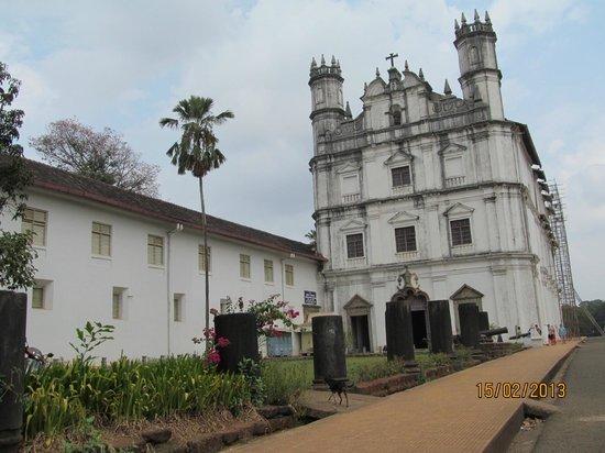 Church of St. Francis of Assissi: церковь снаружи