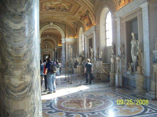 Vatikanische Museen (Musei Vaticani): Another Hallway View