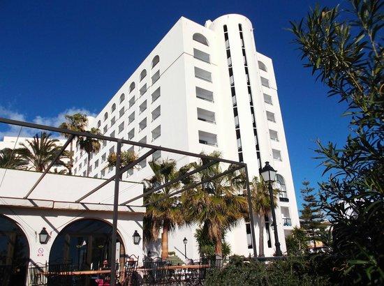 Hotel Riu Monica: Hotel from the pool bar