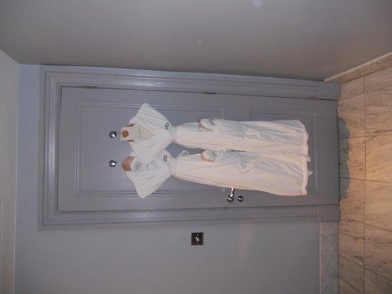 Waldorf Astoria Edinburgh - The Caledonian: Robes and slippers
