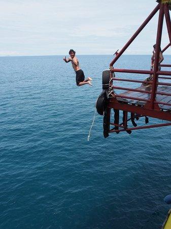 Seaventures Dive Rig : Live, dive & jump