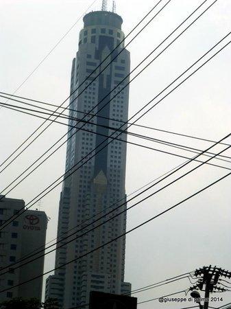 Baiyoke Sky Hotel: dalla strada