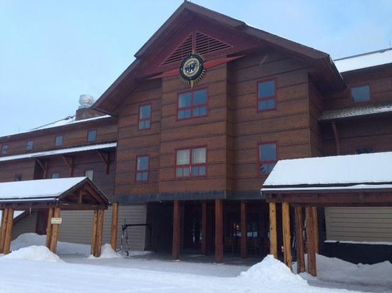 Old Faithful Snow Lodge and Cabins : Front Entry to the Snow Lodge