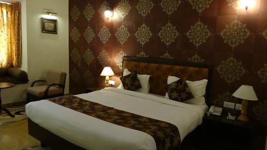 Desert Tulip Hotel & Resort: Grande chambre