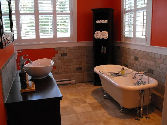 Bailey House Bed and Breakfast : Luxurious Coach House bathroom