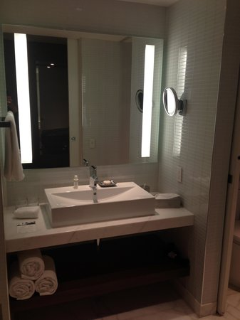 Thompson Toronto - A Thompson Hotel: bathroom