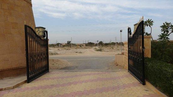 Desert Tulip Hotel & Resort: La sortie ...