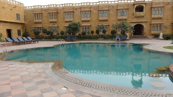 Desert Tulip Hotel & Resort : Dans l'enceinte de l'hotel