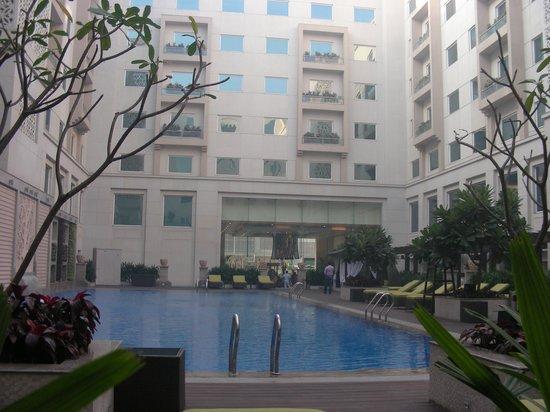 Red Fox Hotel, Delhi Airport: swimming pool !!
