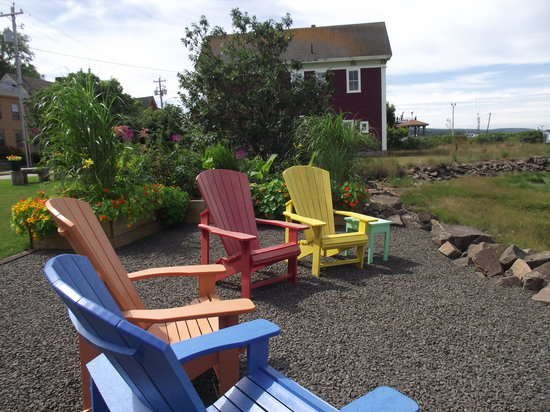 Bailey House Bed and Breakfast : Relax in a colourful Adirondack at the water side.