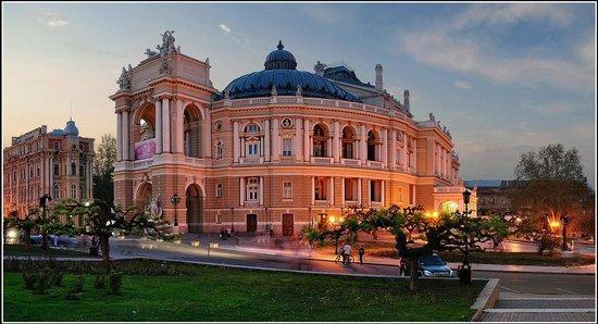 Teatralnaya Square : Фотка не моя, но очень красивая