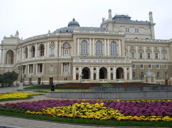 Teatralnaya Square : Оперный весной