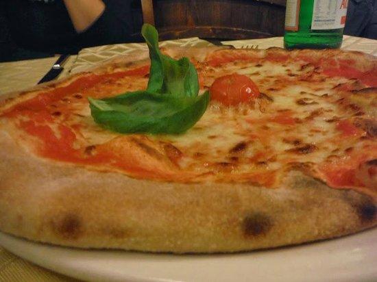 Restaurant Pizzeria Maruzzella: Mozzarella pizza