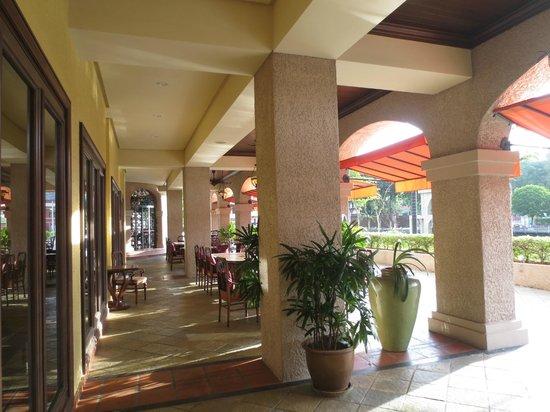 Casa del Rio Melaka : The terrace dining area
