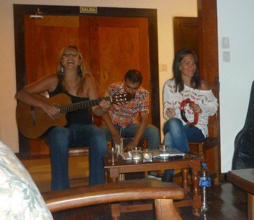 Casa del Lago Resort: Cena y música