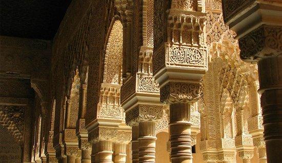 Patio De Los Leones De La Alhambra Picture Of Casa Montalban