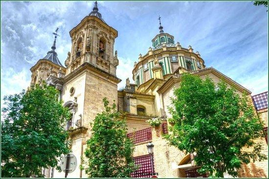 Casa Montalbán Apartamentos: Basílica de San Juan de Dios
