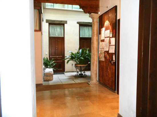 Casa Montalbán Apartamentos: El patio de Casa Montalbán