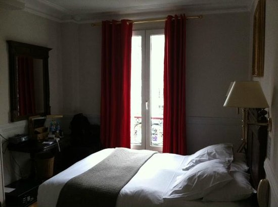 Hotel de la Porte Doree : Double delux room