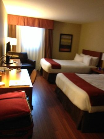 Holiday Inn Express Quebec City (Sainte-Foy) : Room Decor and Layout