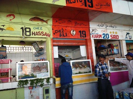 Chez hassan restaurant poissons port agadir a fuir - Restaurant poisson marseille vieux port ...