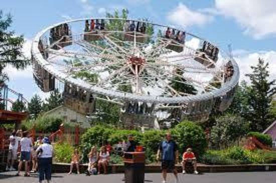 Darien Lake Amusement Park : love this spinny ride!!!