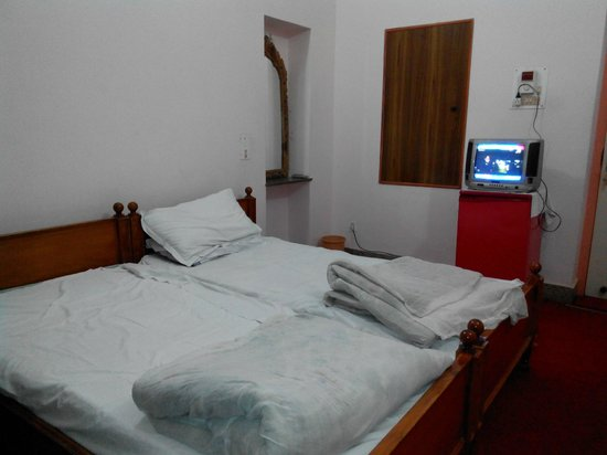 Hotel Padmini Niwas: Room how it looks like
