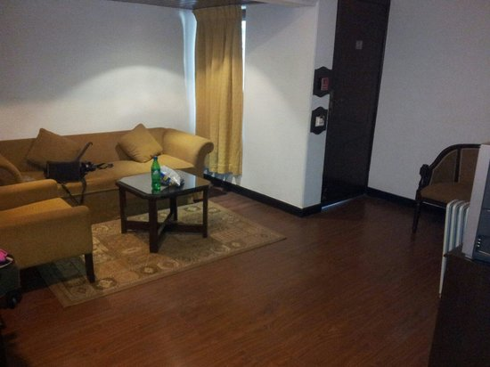 Shervani Hilltop: Suite-1st room with sofa,tv and room heater