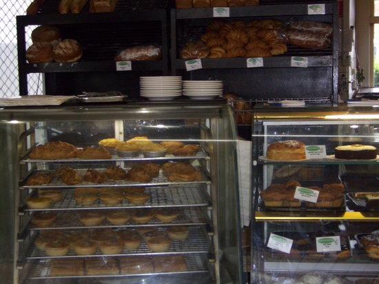 Batehaven Bakehouse: Cake Display