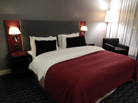 Radisson Blu Hotel, Zurich Airport: Bedroom