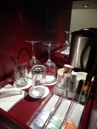 Radisson Blu Hotel, Zurich Airport: Tea & coffee making facilities