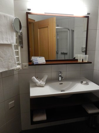 Hotel Viktoria: Bathroom