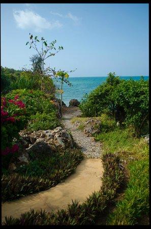 Zanzi Resort: Way to the Sunset Viewing Area