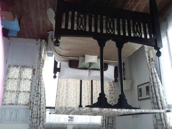 Te Aroha Dhanachuli: Attic room