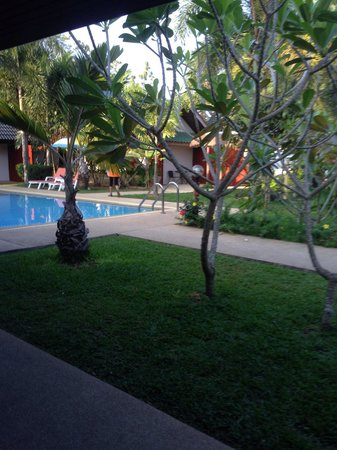 Phuket Airport Hotel: Pleasantly surprised for a quick stop over hotel. Clean, safe, comfy. Would do it again.