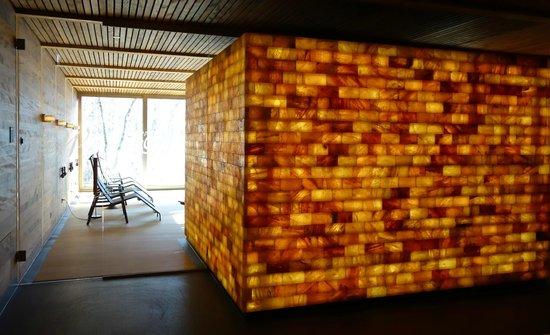 Seehotel Wilerbad: Himalayasalz-Sauna mit Blick zum Ruheraum