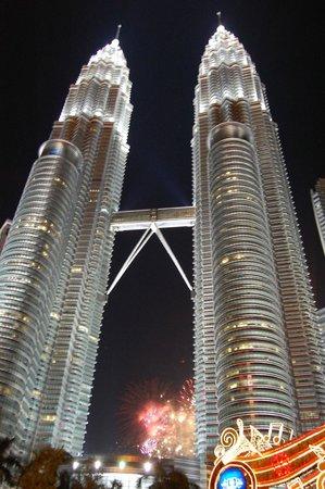 Hotel Maya Kuala Lumpur : Несколько минут от отеля и ...