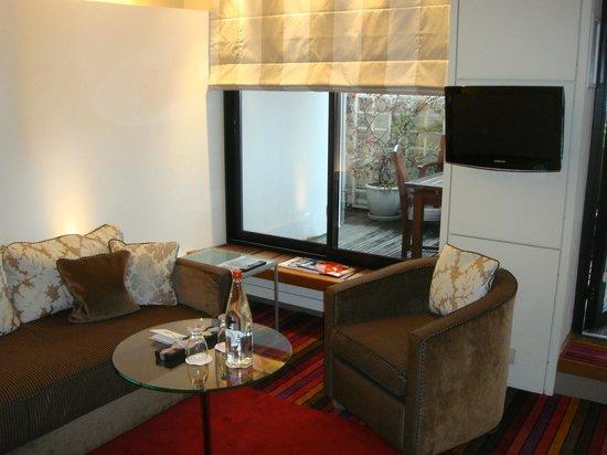 Hotel Cambon: Vue du salon de la chambre