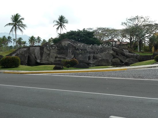 The Suites at Mount Malarayat: outside the building
