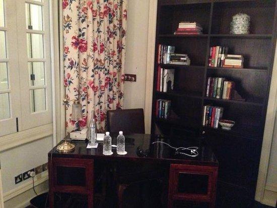 Raffles Hotel Singapore: Presidential Suite Sitting Desk & Library