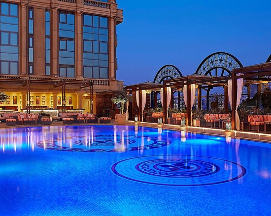 Four Seasons Hotel Cairo at the First Residence: Cairo top Pool with pergolas on the Semi Rooftop Oasis in The City