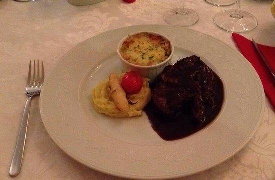 Seasons Restaurant: Valentines middag - hovedrett , biff :)