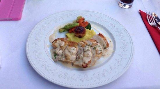 Seasons Restaurant: Slow roasted chicken ,masse smaker, et nydelig måltid! Anbefales :)