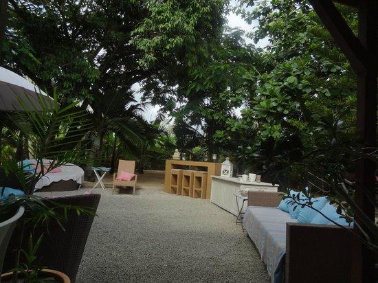 Bleu De Toi Boutique Guest House: Viele bequeme Sitzgelegenheiten im Garten